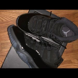 Size 8.5 retro 11 cap @ gown great condition